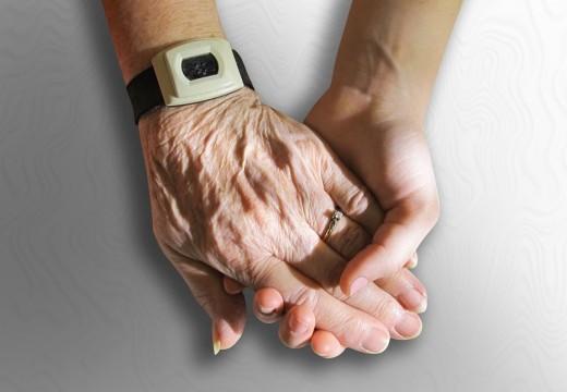 Accompagner un proche dans sa maison de retraite