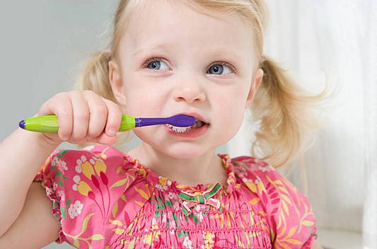 Conseil santé : comment s'occuper des dents de lait ?