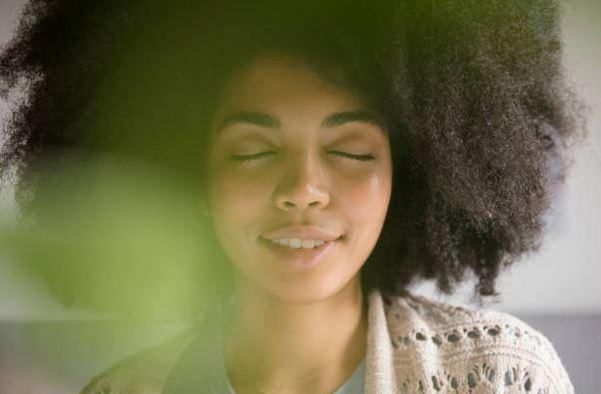 solutions-serenite-antistress-femme-yeux-fermes-stress