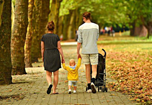 Poussette, siège auto : attention au développement de bébé