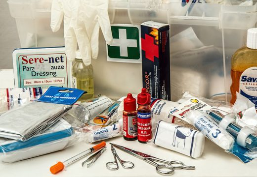 Armoire à pharmacie de la salle de bains : ce qu'elle doit contenir
